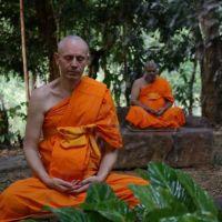 Podpowiedzi medytacyjne (i inne) Cezariusza Platty: #2 – Pozycja siedząca w medytacji